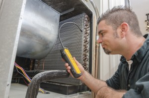 HVAC Technician with Leak Detector, Air Conditioning Repairs | Surfside Beach, Georgetown, Charleston, Pawleys Island, Garden City SC
